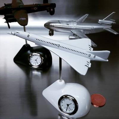 CONCORDE MINIATURE AIRPLANE SUPER SONIC JET PLANE PILOT CLOCK