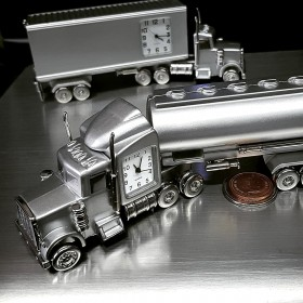 TRACTOR TRUCK MINIATURE HWY TANKER SLEEPER VEHICLE COLLECTIBLE DESKTOP MINI CLOCK