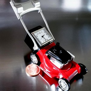 LAWNMOWER MINIATURE REPLICA RED LAWN MOWER COLLECTIBLE DESK CLOCK