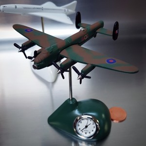 LANCSTER MINIATURE BRITISH BOMBER PLANE COLLECTIBLE AIRPLANE MINI CLOCK