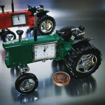 FARM TRACTOR MINIATURE VINTAGE STYLE COLLECTIBLE AGRICULTURE MINI DESK CLOCK