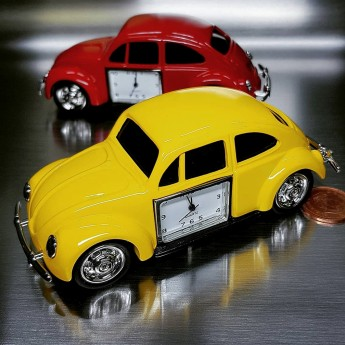 BEETLE VW BUG STYLE YELLOW CAR MINIATURE COLLECTIBLE MINI DESK CLOCK