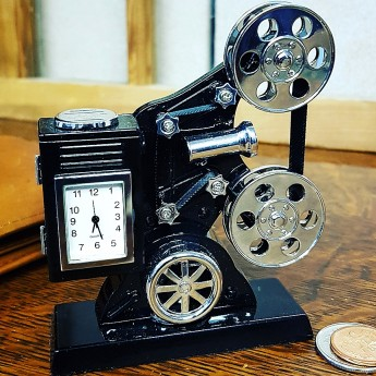 MOVIE PROJECTOR ANTIQUE STYLE HOLLYWOOD MINIATURE KEYSTONE COLLECTIBLE MINI CLOCK