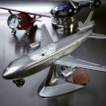 ET PASSENGER PLANE MINIATURE CLOCK DIECAST AVIATION COLLECTIBLE MINI GIFT